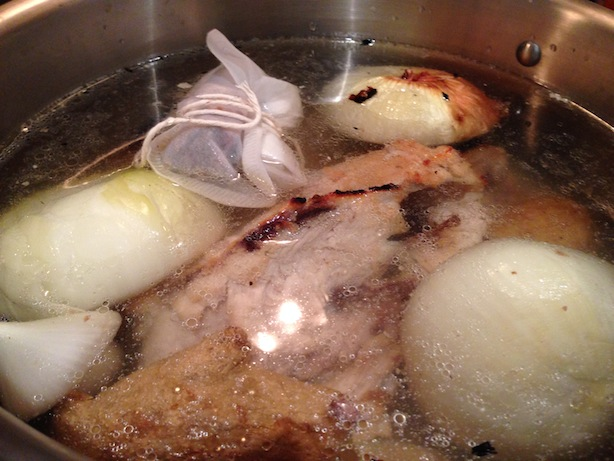 Making chicken pho broth